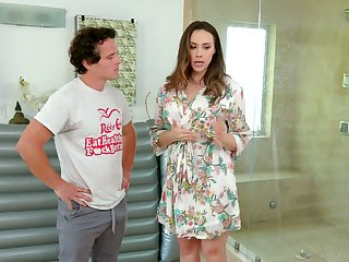 Luscious masseuse Chanel Preston provides her client with unforgettable pleasure