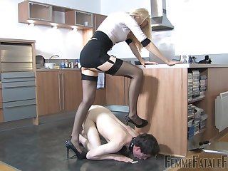 Mistress Eleise de Lacy puts a sissy loser in his place
