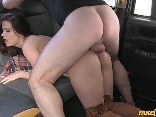 Cab driver gets access to Madlin Moon's astonishing ass pucker