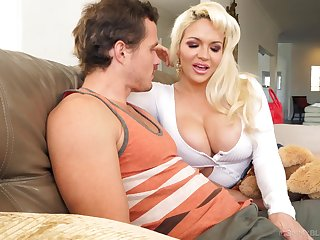 Amazing busty blonde whore Kelly West gives easy on the eyes good blowjob