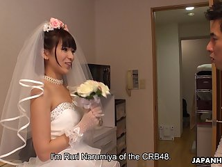 Japanese bride gives a blowjob to three of lucky clients