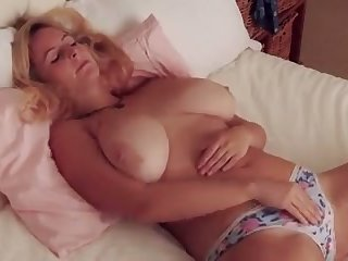 Fuck this hottie has some nice big tits and she makes me want to titty fuck the brush
