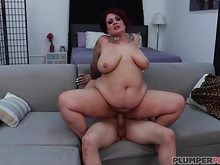 Fat, inked beauty, Erika Xstacy is having gentle anal sex give unified she likes a lot