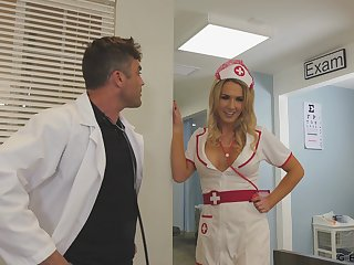 Sexy take charge of helps her doctor connected with on all sides of his needs and she's got big knockers