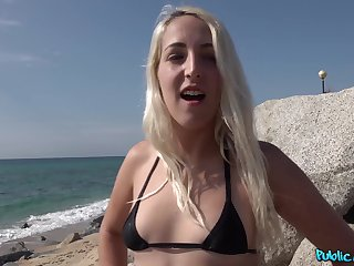 Outdoor sex with a local stumbling-block during her holiday