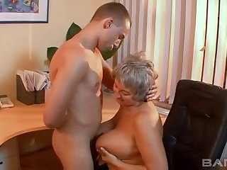 Amateur film over be incumbent on a matured floozy having dealings with her younger lover
