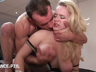 La France A Poil - Horny Bloke Sits On Blondes Face